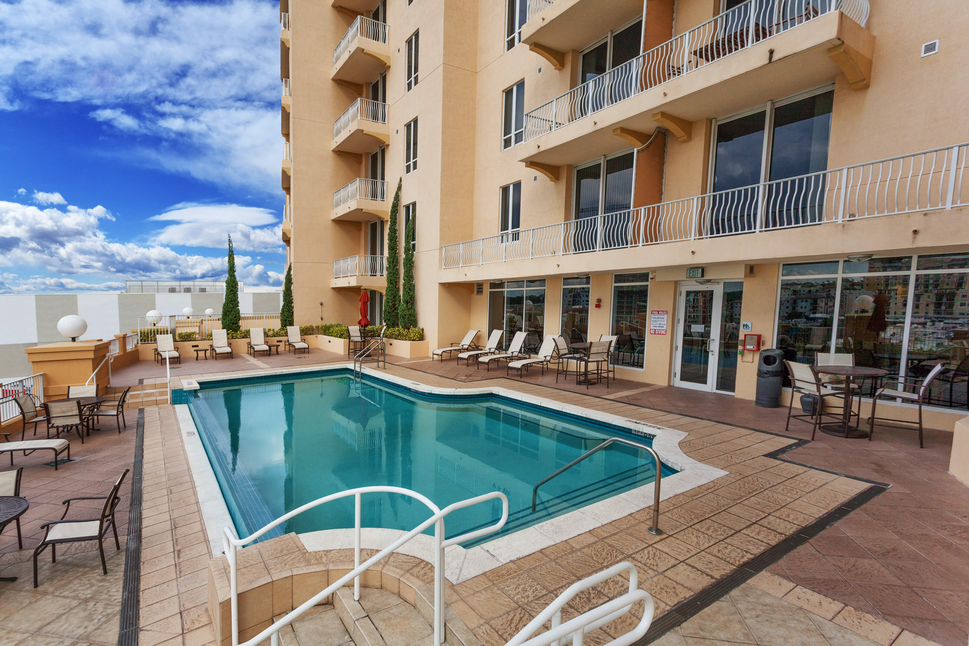 The towers of dadeland luxury apartments our amenities for Pool apartments